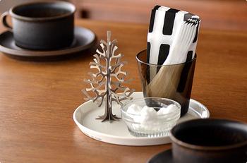 小さなミニクリスマスツリーは食器の上にちょこんと乗せるととってもかわいい*