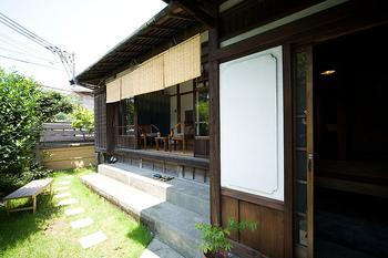 御用邸の近くにある、古民家カフェです。昭和初期に建てられた宮内庁元侍医の別荘とあって、雰囲気もバツグンです。
