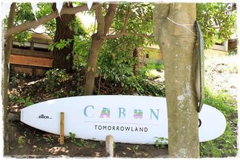 お店に一歩入ると、「ここは本当に日本!?」という気持ちになる、リゾートにあるようなお店です。森戸海岸に隣接した、アパレルブランド・トゥモローランドが運営する、ビーチラウンジです。
