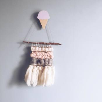 毛糸が太くなるほど、もこもこ感がアップして可愛い雰囲気に。編む回数も少ないので初心者の方もトライしやすいのでははいでしょうか?