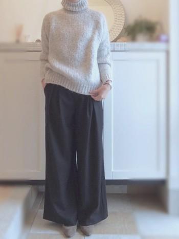 ワイドパンツの大人な装いのご紹介、いかがでしたか?リラックスムードと品の良さ、どちらも大切にしつつ、色々な着こなしを楽しんでみてくださいね。