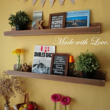 Made With Love ♥さんの作品は、お部屋にちょこっとプラスするだけで、ぬくもりあるおしゃれなインテリアが実現するアイテムたち。こちらは、ウォールシェルフ。インテリアのセンスが素敵です。