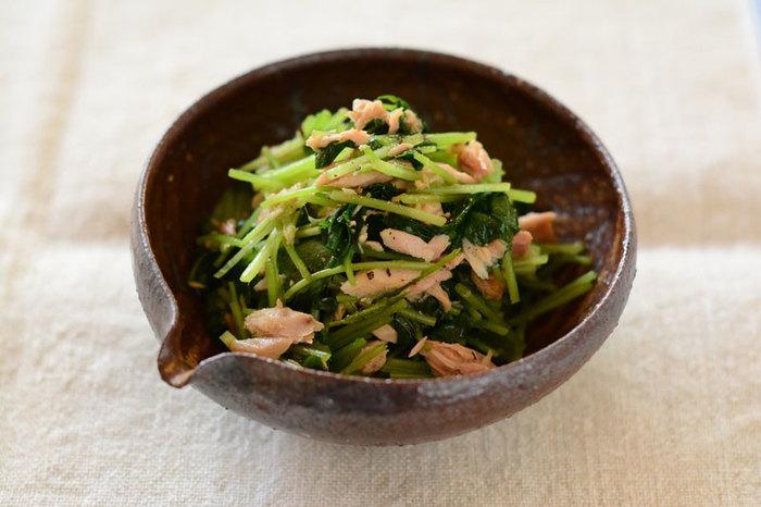三つ葉とツナをあわせるだけなのでとってもお手軽。三つ葉以外にも香りの強い野菜ともあわせれるのでいろいろと試してみたいですね。