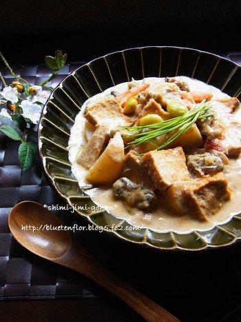 旬の牡蠣とたっぷり野菜を使ったクリーム煮。味付けに味噌と酒粕を使っているので、ポカポカ温まるメニューが食べたい時におすすめです。