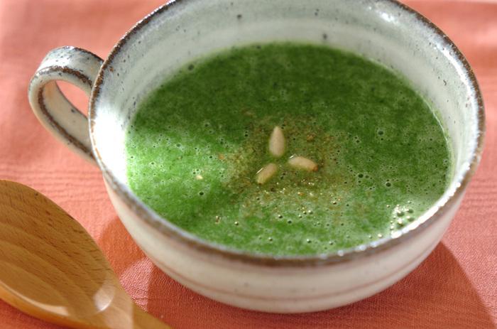 小松菜と豆腐をミキサーにかけて作るポタージュ。寒くなると出番が多くなってきそうですね。