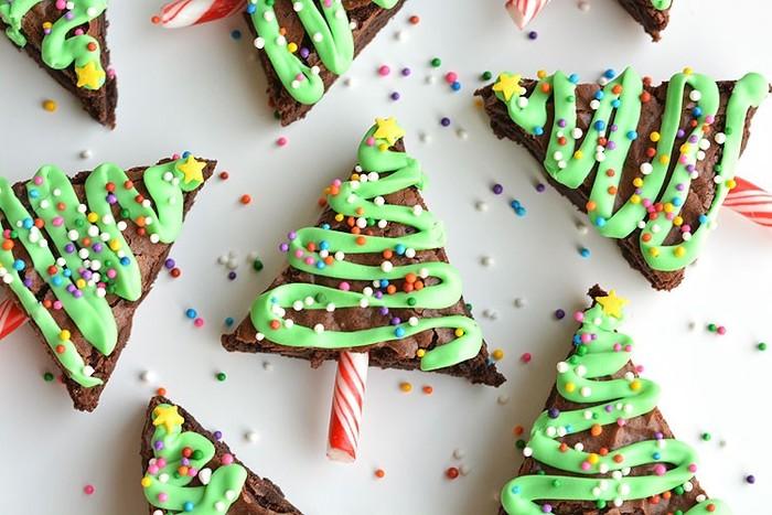 もうすぐクリスマス♪大人も子供も楽しめる、冬の一大イベントの一つですよね。この時期に作るスイーツは、クリスマスを意識して華やかなデコレーションがおすすめです。ふだん作っているスイーツもちょっとデコレーションを変化させるだけで、あっという間にクリスマススイーツに早変わり♪  今回は、クリスマスを盛り上げるスイーツレシピを一挙に31品もご紹介。さらに、お子さまと一緒に楽しく作れるレシピも合わせてご紹介します。  ※こちらの写真のスイーツは、記事内の「市販のお菓子をアレンジしたレシピ」で紹介します。