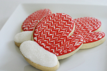 まるで毛糸で編んだような、ミトン型のクッキー。この編み目の細かさ、どうやって描いているのでしょうか?