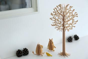 こちらは「lovi Tree」。クリスマスツリーとはまた違った雰囲気で、一年中楽しむことができます。