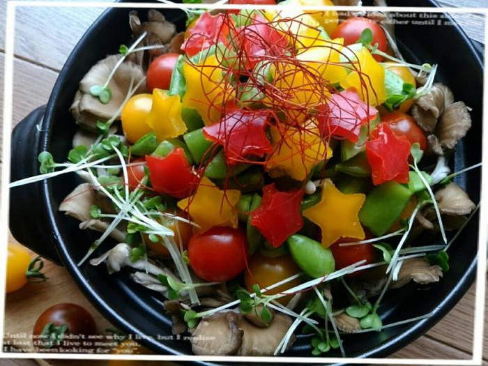 カラフルなお野菜たっぷりの鍋です!ヘルシーなので、ダイエット中もぴったり♪