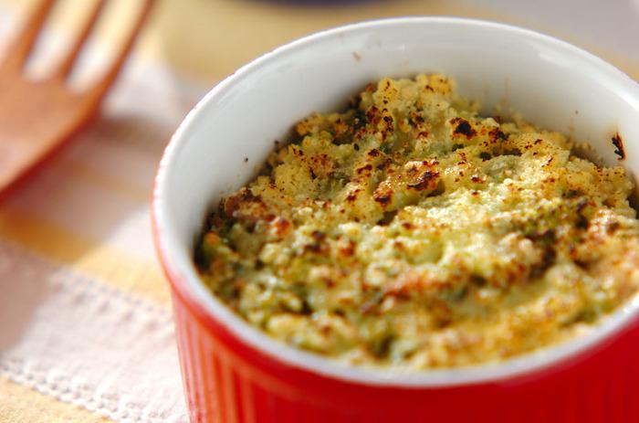 ブロッコリーを細かく刻んでツナと和えた、子供も食べやすいホットサラダです。