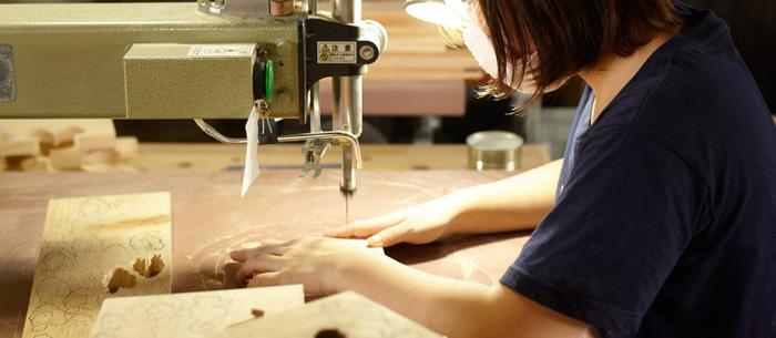 「ものづくりを通じて高知の魅力を全国にお届けしたい」そんなスタッフの思いがこめられた、木工玩具、キッチングッズなどは丁寧に一つ一つこの場所で手作りされています。