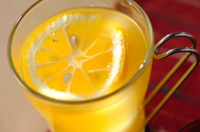 電気ケトルで沸かしたお湯を使って、ユズティーはいかがですか?果汁にたっぷりの栄養を含むユズは、ビタミン、ミネラル豊富なので、これからの時期、風邪の予防にもおすすめです。