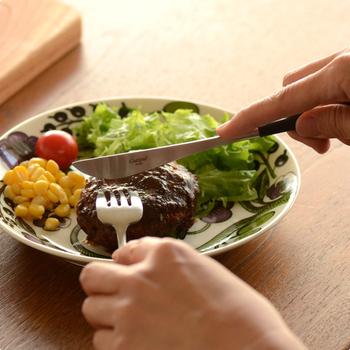 ディナーナイフとディナーフォーク、テーブルスプーンのセットで「おうちディナー」の素敵なアイテムになりそうです。