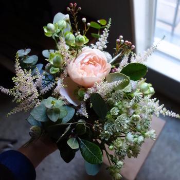例えば友達の子供の誕生日。子供宛てでなく「お母さんになった記念日」なんてママへの花束を贈るのも素敵かもしれません。