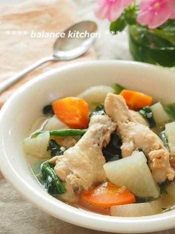 調理時間を短くしたい場合には、圧力鍋を使うと便利です。味付けは塩麹だけというシンプルさですが、鶏手羽元から出た旨みでおいしく頂けそうです。生姜を少し多めにすると、風邪をひいてしまいそうな時にも良さそうですね。