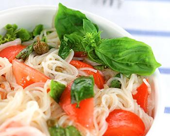 カッペリーニ代わりに、そうめんをつかったイタリアン風の冷麺レシピです。夏の暑さがひく涼しさ。