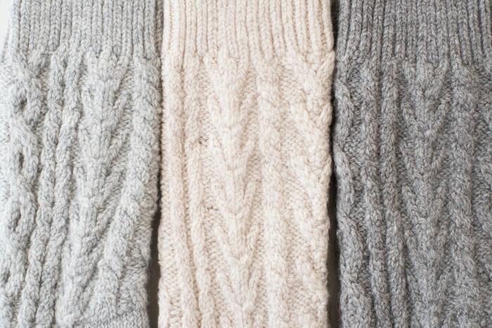 『わざわざオリジナルアランウール靴下』 アラン模様で手編み感アップです。見た目も温かいですが、履くと湯たんぽのようにポカポカ温かいそうです。可愛らしく靴下を見せるファッションで、冬のお出かけも楽しくなりそうですね。