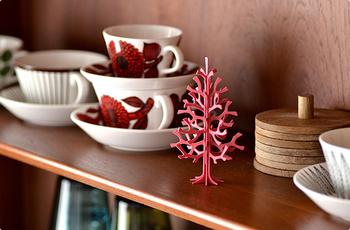 赤も派手すぎず大人っぽくて素敵です。ミニツリーはちょっと空いたスペースに飾ると本当にかわいいです。