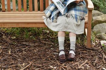 どれもシンプルで飽きのこないデザイン、その中にどこか愛嬌のある靴下たち。どんなスタイルにも合わせやすく長く大切に履けるという点もわざわざらしさなのです。