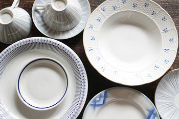 東欧といえば、赤い食器や水玉の食器をイメージする方が多いのでは。しかしこちらは、青が綺麗なものたちです。ハンガリーの小皿で、日本のものよりも深さがあるので使いやすいとのこと。