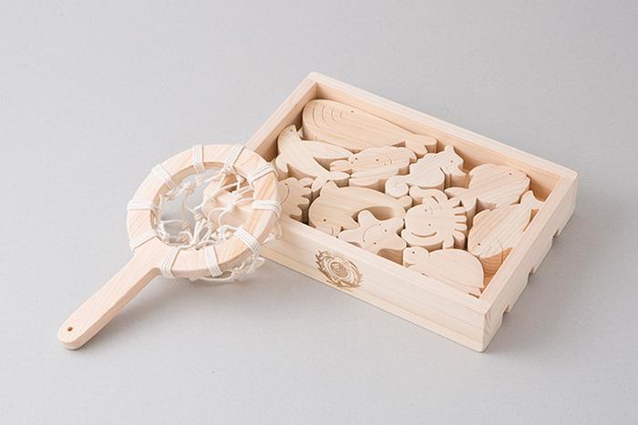 セット内容 : お魚たち11匹/すくいあみ/箱1個 サイズ : W220mm×H50mm×D150mm 材 質 : ヒノキ