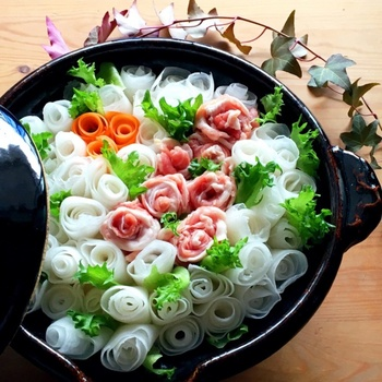 この繊細さ…美しい❤本当に、花嫁のブーケみたいですね。 友達の結婚祝いに女同士で鍋パーティーは、いかがでしょう?