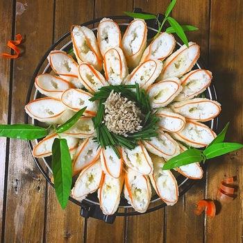 きりたんぽを人参で縁取り♪「和」のテイストが素敵です。 お祝いや新年会にぴったりなお鍋❤