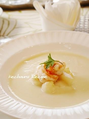冷え切った体を優しく内側から温めてくれるスープ。クリスマスメニューならエビを添えてちょっぴり贅沢な雰囲気を演出するのもいいですね♪