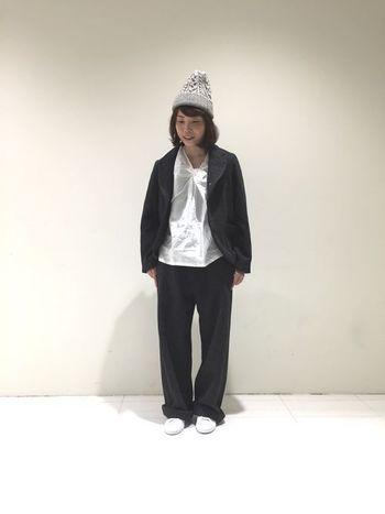 ■ニット帽■  定番のニット帽も冬らしい可愛さが溢れるアイテム。カジュアルなアイテムですが、シャツやジャケットなどしっかり素材に合わせて雰囲気を中和させて着こなすのも素敵ですね。