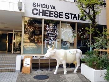チーズ好きの方におすすめの「CHEESE STAND(チーズスタンド)」。 『街に出来たてのチーズを』がコンセプトの、毎日手作りのフレッシュチーズが自慢のカフェです。