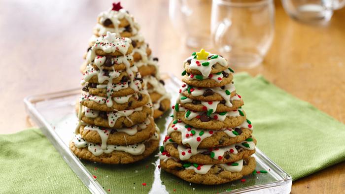 クッキーの形や色を変えたり、デコレーションを変えたりと、アレンジの幅が広いクッキーツリーです。トップはマジパンのサンタクロースなんかでもかわいいですね♪クッキーはもちろん、市販のものでも焼いたものでもOKです。