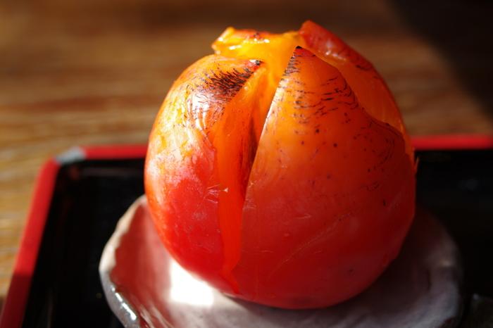 """""""代白柿""""は、果肉柔らかで、甘くとろけるような味わい。季節ものなので、出会ったら一度は食して欲しい甘味です。"""