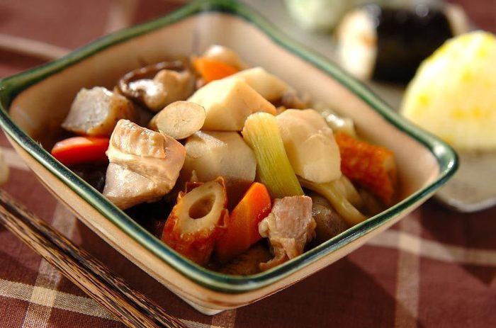 秋が深まってくると、温かい煮物料理がホッとして嬉しい季節ですよね♪ 里芋は、ねっとり柔らかな食感がたまらなく美味しく、煮物に欠かすことの出来ない素材です。
