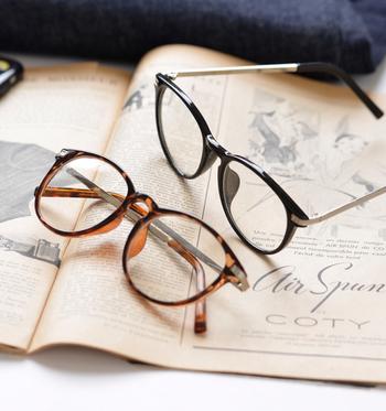 お洒落アイテムとして定番の眼鏡。顔周りを印象づけてくれるので、リラックスしたファッションや、物足りないシンプルファッションがぐっと引き締まります。