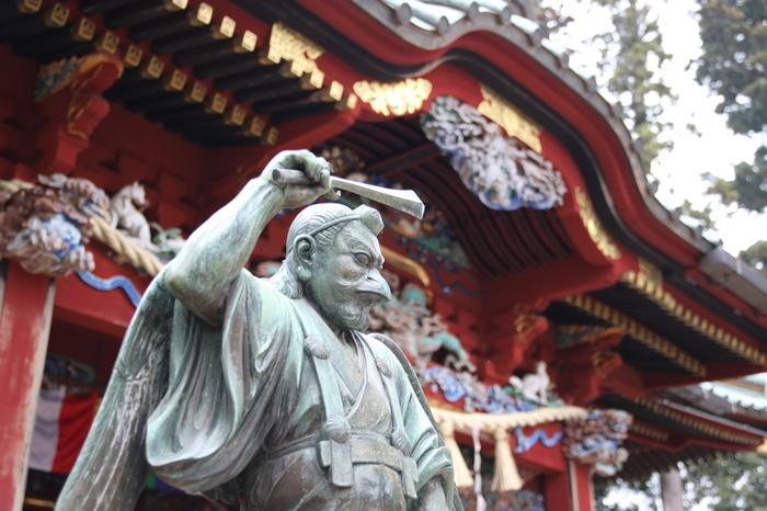 ケーブルカー高尾山駅から徒歩15分の場所にある「高尾山薬王院(たかおさんやくおういん)」は、1200年の歴史がある真言宗のお寺。季節によって、違う表情が楽しめるので何度でも訪れたくなります。
