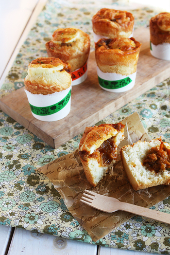 紙コップカレーパンはこのまま持ち運ぶことが可能なので、お弁当の主食としてだけでなく、ピクニックなどの行楽時にも大活躍できそうです。