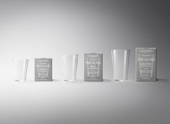 THEのアイテムの中でも特に有名で人気が高いのがこちらのグラスです。「グラスの中のグラスとはなにか」ということをじっくりと考えた結果、持ちやすく洗いやすく、飲み口の当たりが良いこちらのデザインのグラスが誕生しました。割れにくく、食洗器でも電子レンジでも使えるという現代の暮らしに寄り添ったグラスになっています。