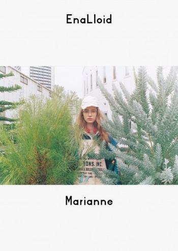 ヌーヴェルバーグ時代のフランス映画のミューズ、'アンナ・カリーナ'。数々の映画の中で、彼女が演じたヒロインをイメージしたコレクション。フロントのブローラインをプラスチック、下部分をメタルで仕上げました。想像力とおしゃれ心を大いに刺激します。