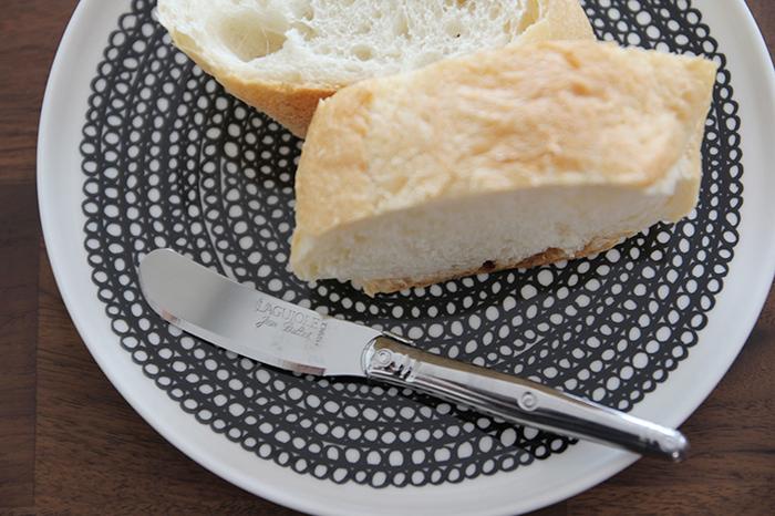 パンを食べるときちょっと贅沢な気分になれそうなバターナイフ。一家に一本あるバターナイフだからこそ、使い心地やデザインにこだわりたいですね。