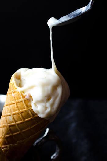 普通のアイスクリームに見えるのですが、食べてびっくり、水飴のように伸びるんです!屋台での店員さんのパフォーマンスがとっても面白いのも見所ですよ。
