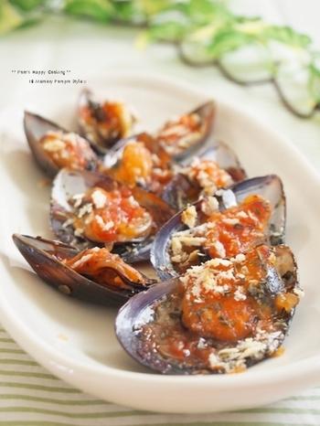 イタリアンでお馴染みのムール貝ですが、家庭料理で使うという人は少ないかも。市販のピザソースなのに、まるでレストランのオードブルみたいな豪華な仕上がり♪