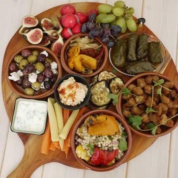 """世界三大料理の一つと言われているトルコ料理。高級レストランで食べるのもいいけれど、美味しくてリーズナブルな値段の""""ロカンタ(大衆食堂)""""で、地元の人に囲まれて食べるがとっても楽しいんです♪"""