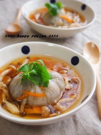 れんこんを味わい尽くすなら、ぜひ試してほしいのが蓮根饅頭。料亭で出されるような本格派に見えて、蒸さなくてもレンジでできちゃいます。もっちりとした食感で美味しいですよ。