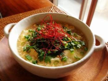 飲みすぎた翌日や、少し風邪っぽいかなと思った時にお勧めの、胃袋にやさしい豆腐と卵の中華風スープです。ダイエット中の方もOKなレシピです。