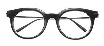 【Sevigny/セヴィニー】 ファッションアイコンとして、個性的なスタイリングもさらりと着こなしてしまうクロエ・セヴィニー。そういえば、黒縁メガネをかけた姿も印象的。上手くコーディネートに取り入れれば、おしゃれ度がぐんとアップしそう。