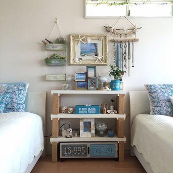 「BEFORE」マリンリゾートのようにさわやかな寝室。これだけでも十分素敵なお部屋ですが…