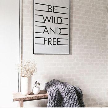 「AFTER」レンガ?レンガ柄の壁紙?…ではなく、これもペイントした壁なんです。白壁に淡いクリームホワイトのペンキを使い、なんと、筆を使って「大雑把にフリーハンドで」描いたとのこと。そのセンスとスキル、そして思い切って描いてしまえる自由な遊び心に脱帽です!