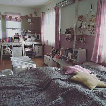 ちょっぴりくすんだピンク「in the mood for...」を選んだのは女の子の子供部屋。カーテンやガーランドにもピンクが入っていて、ロマンティックな気持ちになれそうなお部屋です。
