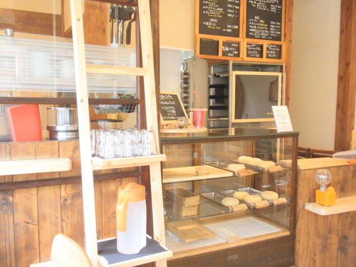 どのドーナツも、油控え目でふわもちっとしたパンのような食感。チョコに珈琲、さらにはリンゴやよもぎなど豊富な種類のドーナツが用意されています♪