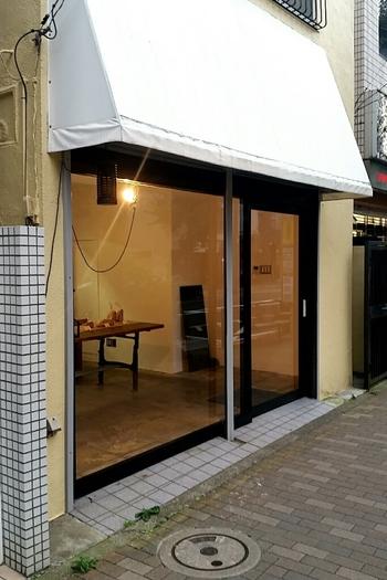次に紹介するのは、世田谷駅から歩いて5分ほどの場所にあるシンプルでスタイリッシュな外観のわたほろ製パン店です。